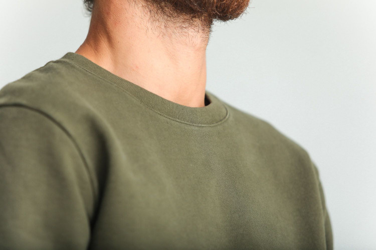 Le sweatshirt kaki de chez Drapeau Noir