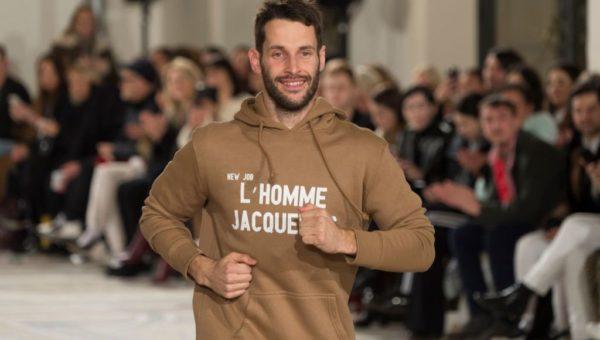 Jacquemus portant son hoodie